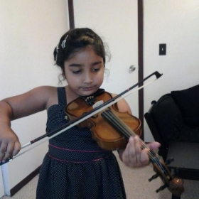 Samantha (6 years old) plays Lightly Row.