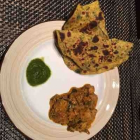 Methi paratha (Fresh fenugreek leaves) with kadhai paneer( cottage cheese)