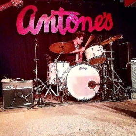 Playing at Antones with the beautiful women of Girlguitaraustin.com