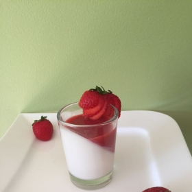 strawberries panna cotta