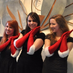 Vocal trio performs a holiday set at Seattle Aquarium