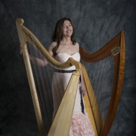 Zoe Vandermeer, Soprano, Welsh Triple Harp, Celtic Harp.  Photo by Rich Pomerantz.