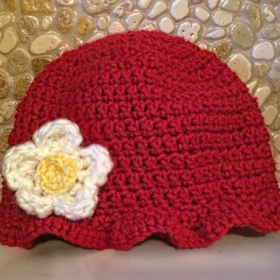 Learn to make this adorable baby hat with flower!