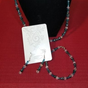 Cant really see the necklace sorry. But this is a set, can be made.