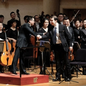 Saad Haddad with the Hangzhou Philharmonic Orchestra in China.