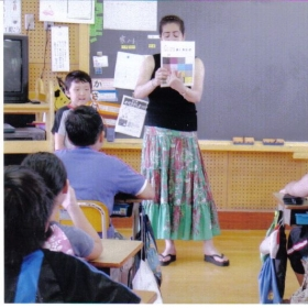Analita teaching colors to some elementary students in Kitakami City, Iwate-ken, Japan.
