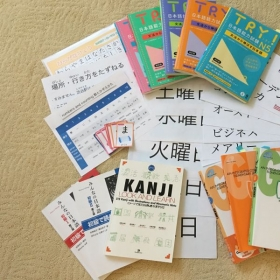 rich commercially available textbooks and workbooks got in Japan and original materials with ease of understanding