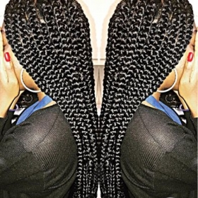 Box braiding styles. Large square-part box braids. 