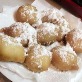 Delicious fried oreos. Who said you have to go to the fair to get them? Learn how to make this easy and delicious recipe! Cook: Essence