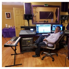 KennyKeys in the Music Lab. Give Takelessons a call and lets record some of your music.