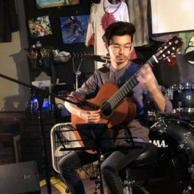 I had the opportunity of performing a full 30-minute classical guitar set at Evolving Art Machine in Fredericksburg, VA.