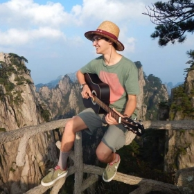Mountaintop jam session at Huangshan, China. I spent the full day hiking with my guitar on my back!