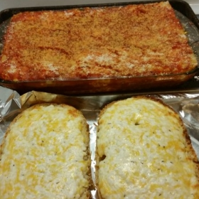 Beef and Pork Lasagna w/cheesy garlic bread