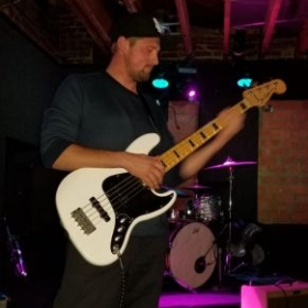 Play bass for Doah's Daydream at Winstons Ocean Beach 01/17/2019