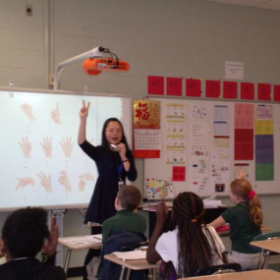 we are learning Chinese number gestures.