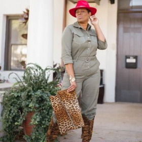 Blogger, Quintain Johnson with my Customized Leopard clutch