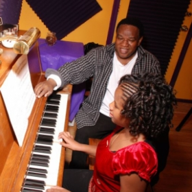Aaliyah learning to play piano!
