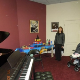Another student recital.  This time we did a Broadway Theme!  I decked the place out in New York decorations!  FUN! ;)