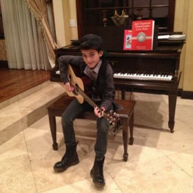 Guitar and piano student