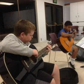 Teaching a guitar class 😄🎸