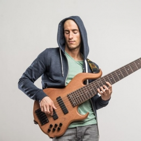 I play 4, 5, 6, and 7 string basses!