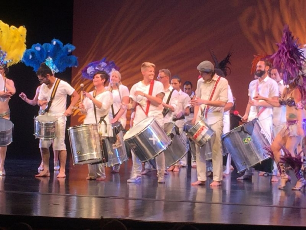 On stage with Samba Fogo's bateria and having a complete blast!