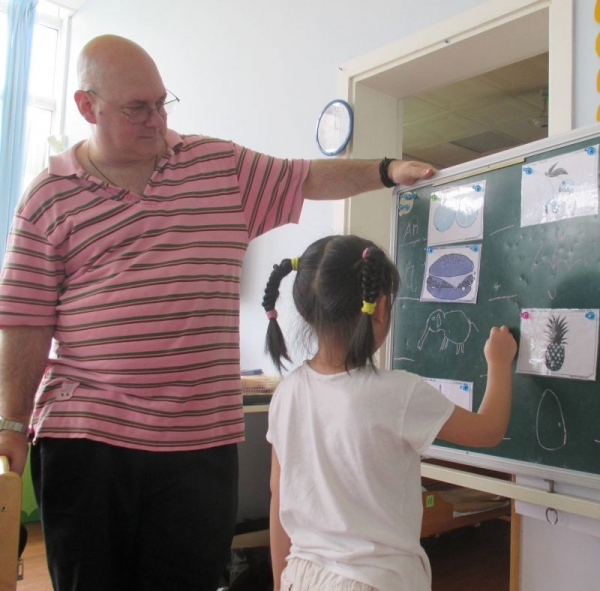 One-to-one matching game in Shanghai kindergarten (2014).