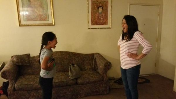 Mother and daughter together learn how to sing together!