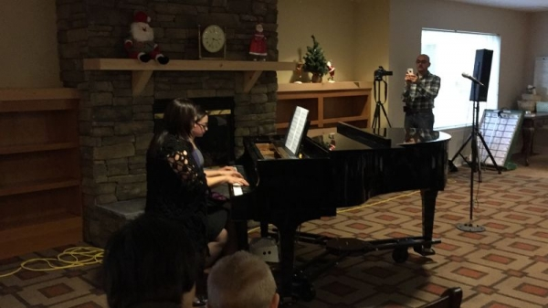 Marianna and Laima Meurer playing duet at the Winter Recital 2015.