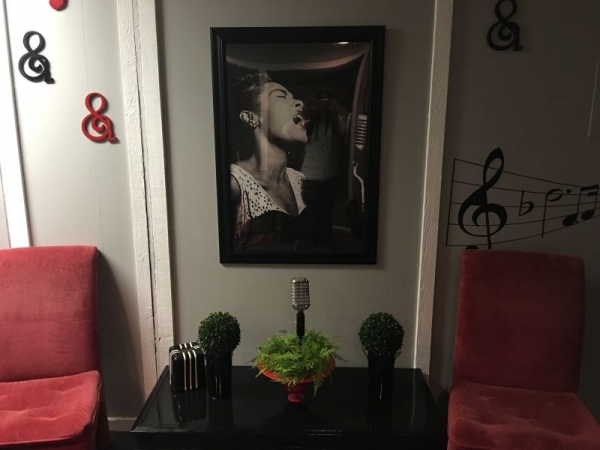 Waiting area at the Kimberlyrics studio