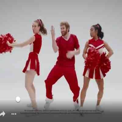Donnabella in a Verizon commercial.