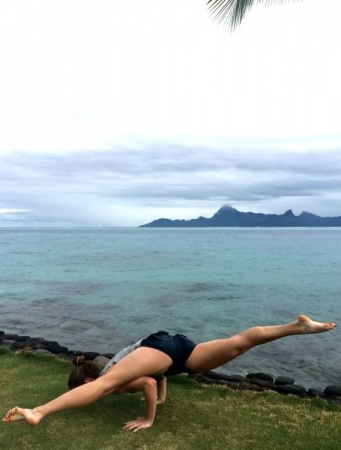 Some Yoga in Tahiti - eka pada koundinyasana 2