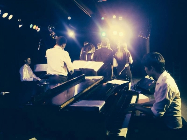 Playing with the USC CreSCendo jazz choir at Ground Zero Coffeehouse.