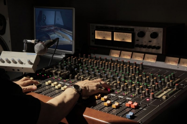 Vintage recording session. Great music never dies!