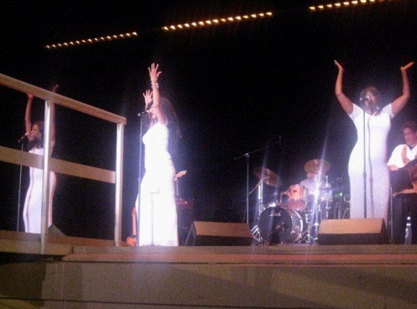 TinGle with The Voices of The Supremes Tribute in Sealbeach!