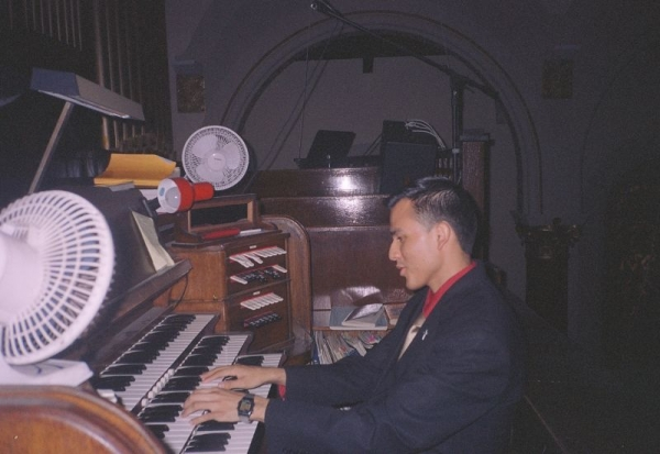 Did I mention I also play the Organ a little? haha! This is an old pic, I used to love playing Canon on this.