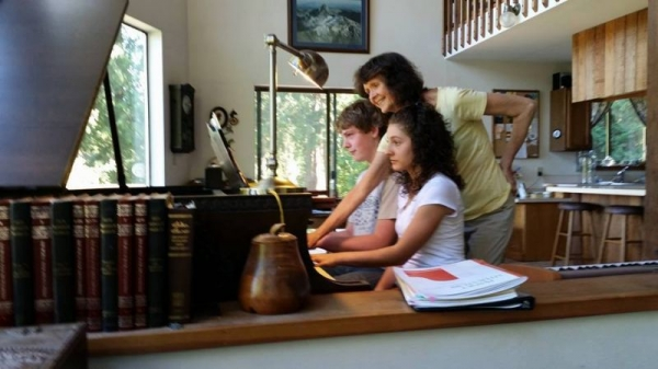 Students learn a piano duet by Schubert
