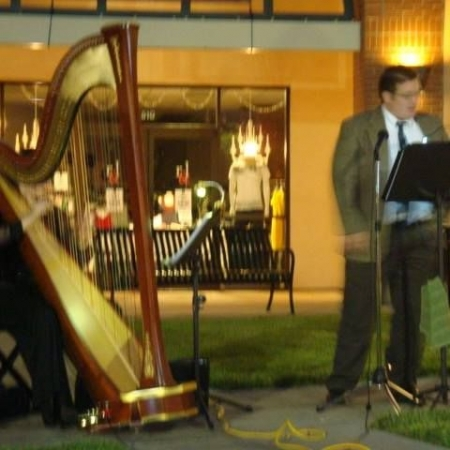 Live performance outside Riverside Mall.