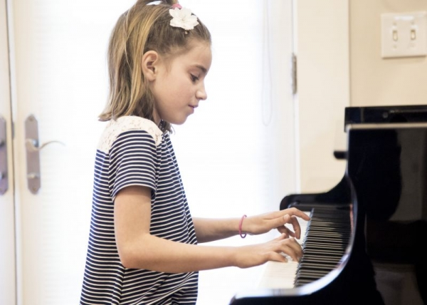 Ivy performing in the studio class
