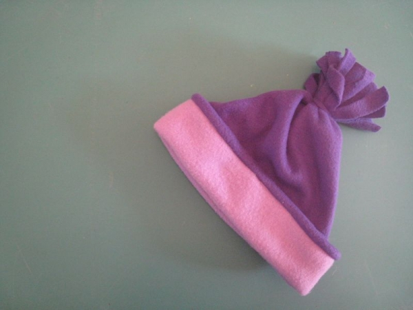 Polar fleece hat - beginning sewing