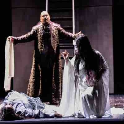 "Jeffrey Hartman in Die Theater Chemnitz's production of ""Turandot"" as Calaf with Jeehee Han"