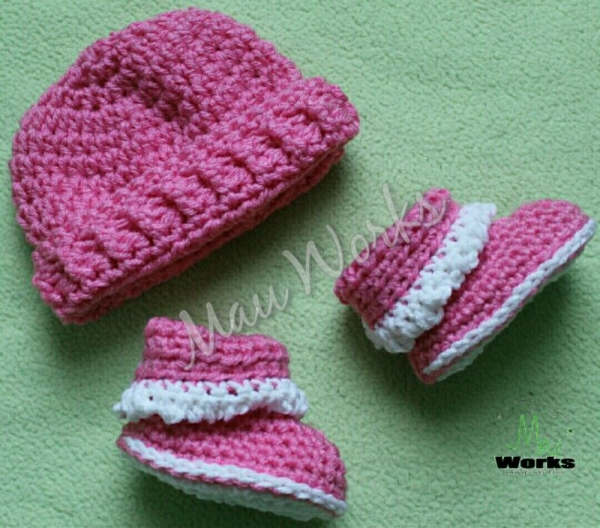 Baby beanie and booties (crochet)