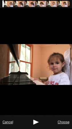 3 years old Zoë learning the keys order on piano