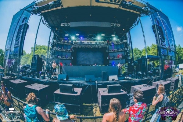 """515 Alive Festival playing with """"Megan Hamilton and the Bermudas"""" 2017"""