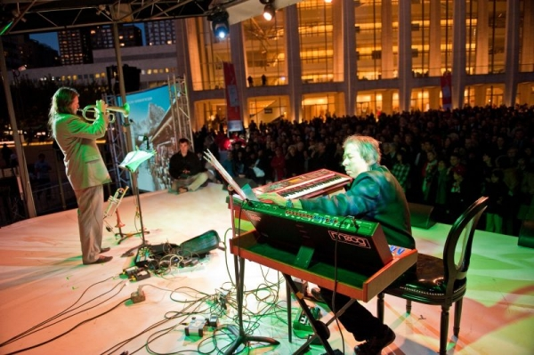 Lincoln Plaza New York - duo concert with keyboard great Adam Holzman