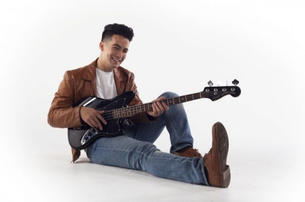 I love playing electric bass! Rock, pop, rnb, funk, and soul music are some of my favorites.