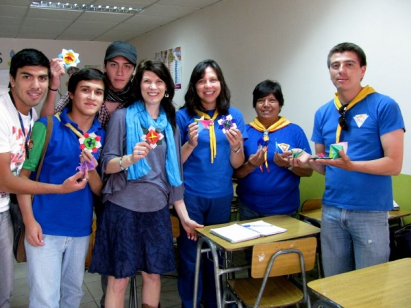 Teaching origami (in Spanish!) to a group of scouts in Chile