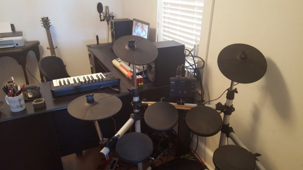Little E-drum kit I use to teach beginners.