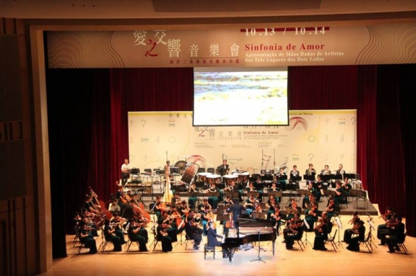 Concert tour with an orchestra