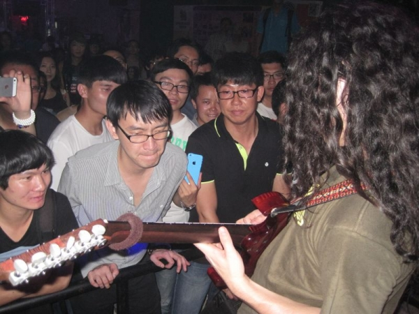 Show and Guitar Clinic in Kunming, China during my ASIA Tour 2014.